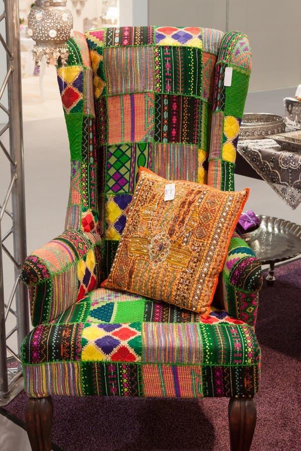 Красочное кресло на дисплее на HOMI, выставке дома международной в милане, Италии стоковое изображение