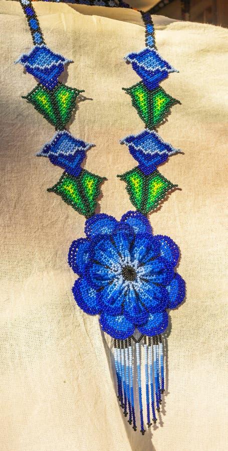 Красочное мексиканское ремесленничество Оахака Juarez Мексика ожерелья шарика стоковое изображение rf