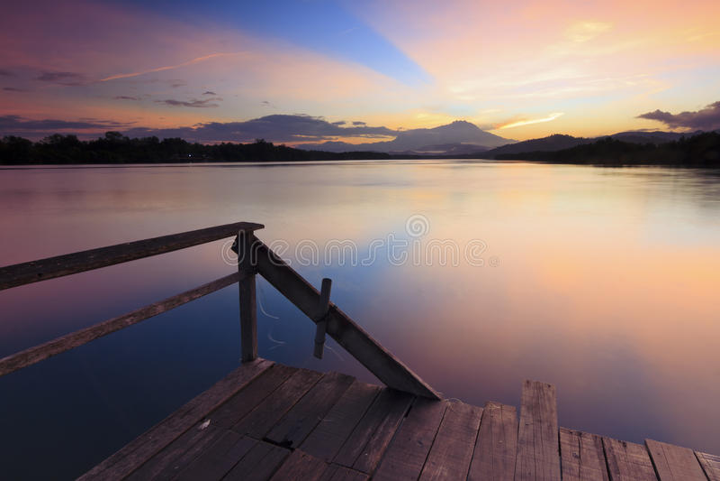 Красочное отражение восхода солнца стоковая фотография rf