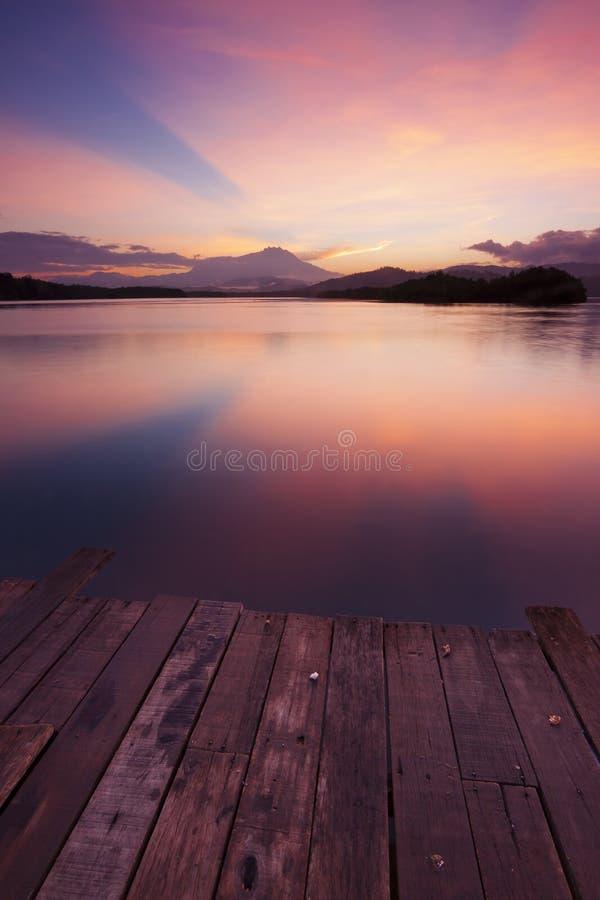 Красочное отражение восхода солнца стоковые фотографии rf