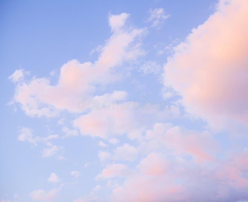 Красочное пасмурное небо захода солнца стоковая фотография rf
