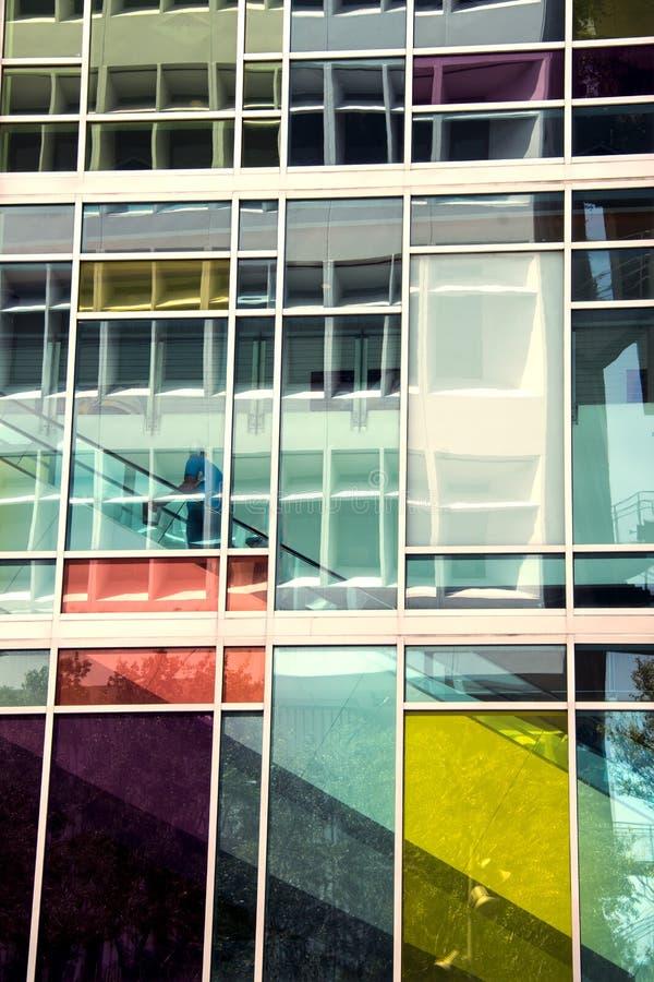 Красочное стеклянное здание стоковые изображения rf