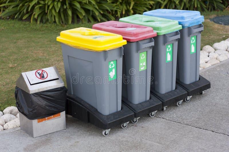 Красочное фото мусорной корзины стоковое фото rf