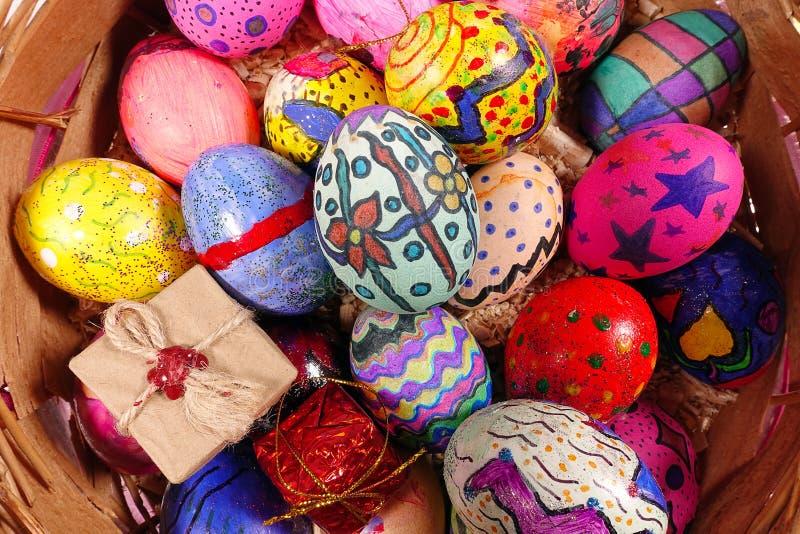 Красочное яичко символа пасхи стоковые фото