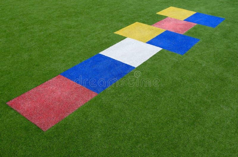 Красочное children& x27 классиков; игра спортивной площадки s стоковое фото
