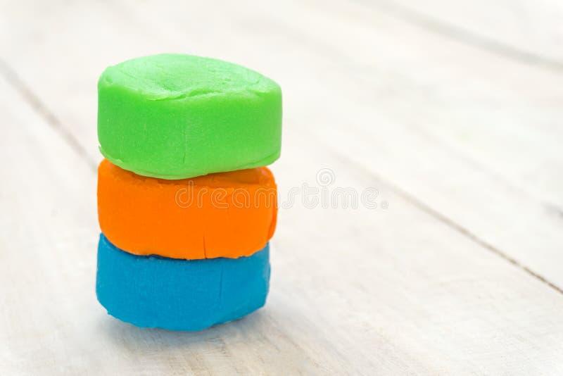 Красочное playdough на деревянном столе стоковые изображения rf