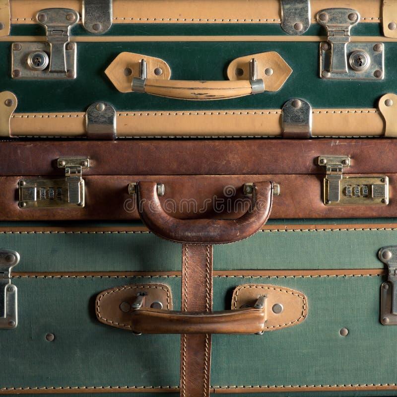 Красочные винтажные чемоданы стоковая фотография rf
