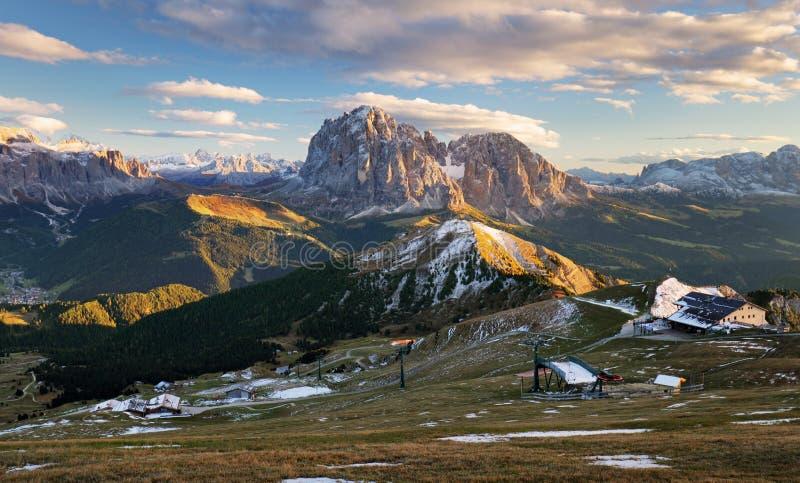 Красочные горы осени восхода солнца Доломиты, Италия стоковые изображения