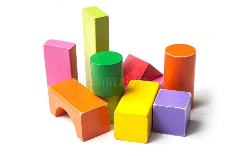 Красочные деревянные блоки на белой предпосылке стоковое изображение rf