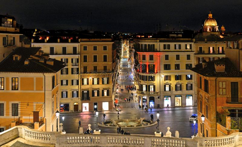 Красочные дома и старая архитектура в испанских квадратных шагах в Рим, Италию стоковые изображения rf