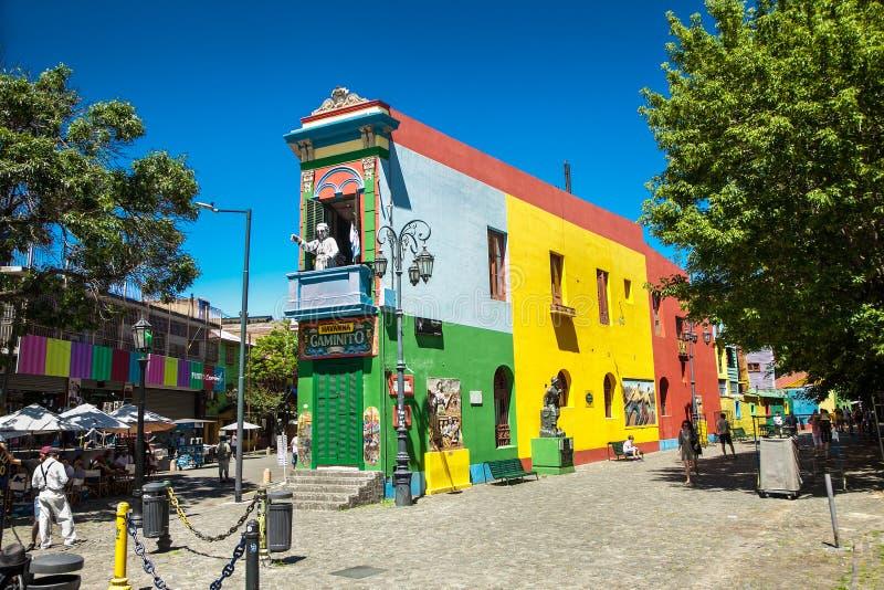 Красочные дома на улице Caminito в Ла Boca, Буэносе-Айрес r стоковая фотография