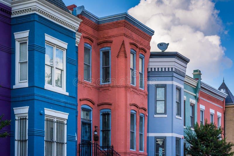 Красочные дома строки в Shaw, Вашингтоне, DC стоковая фотография rf