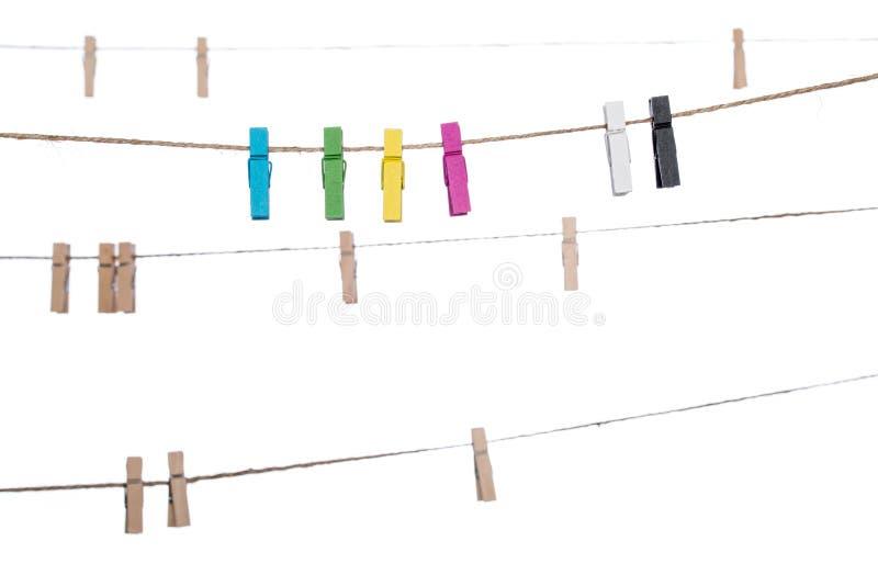 Красочные зажимки для белья на веревке для белья, домашнем хозяйстве колышка струбцины стоковое изображение rf
