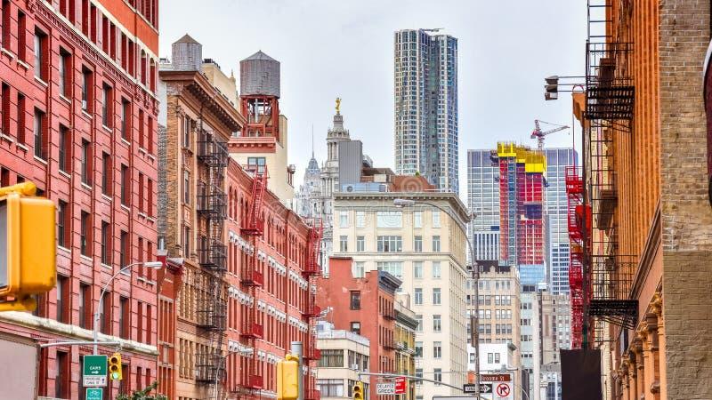 Красочные здания в улице Soho Манхэттен, NYC r стоковое фото rf