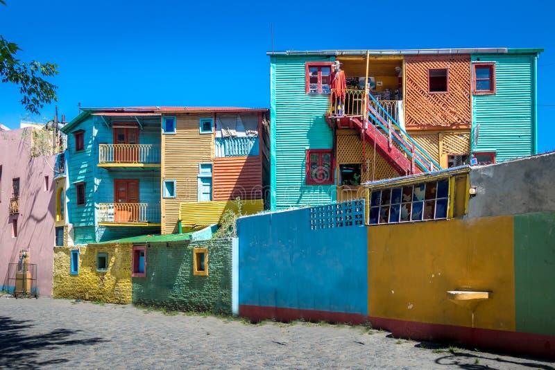 Красочные здания улицы Caminito в районе Boca Ла - Буэносе-Айрес, Аргентине стоковая фотография rf