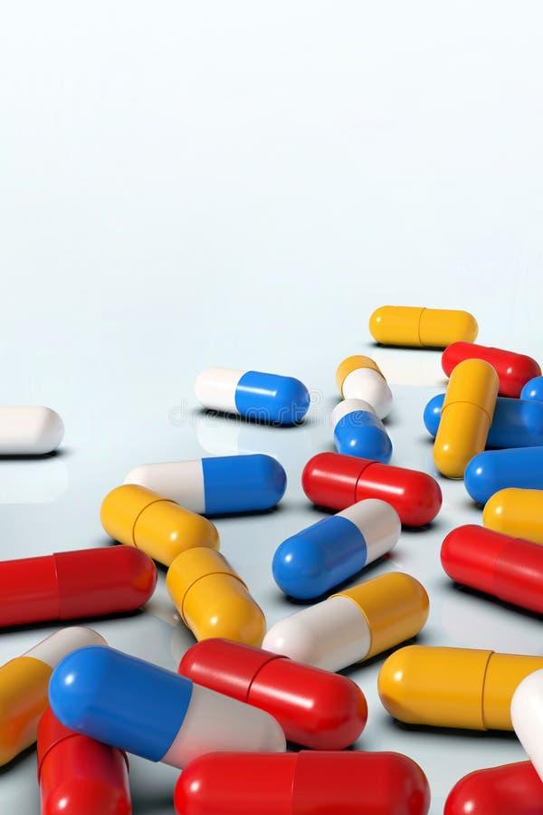 Красочные капсулы медицины на белой предпосылке, вертикальной стоковая фотография rf