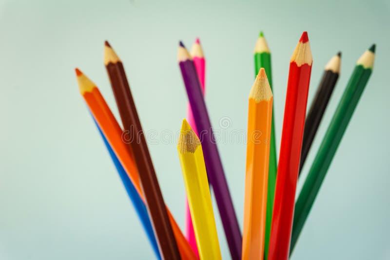 Красочные карандаши закрывают вверх стоковое изображение rf
