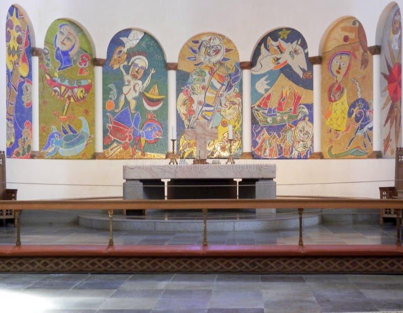 Красочные картины выше изменяют в соборе Ribe стоковая фотография rf