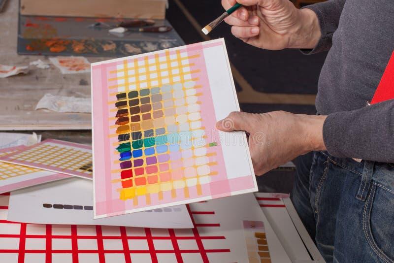 Красочные квадраты - художник создавая художественное произведение стоковая фотография rf