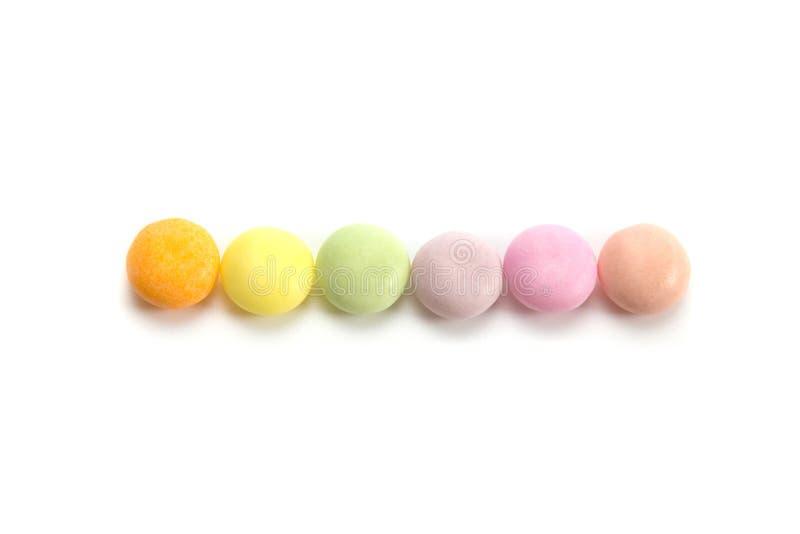 Красочные конфеты изолированные на белой предпосылке стоковые фотографии rf