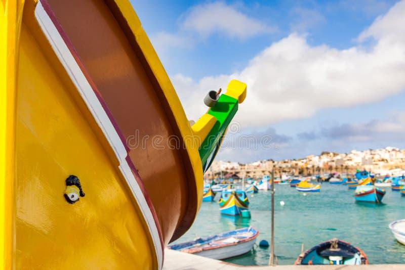 Красочные мальтийсные шлюпки в Marsaxlokk стоковые изображения