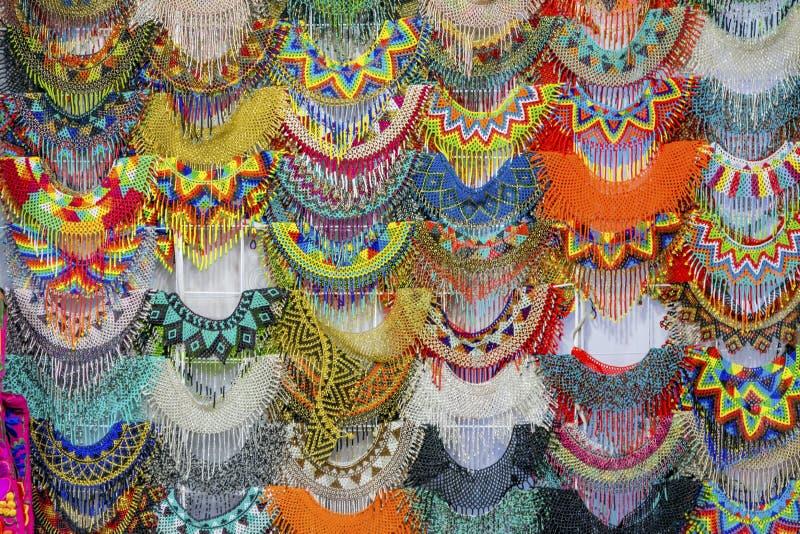 Красочные мексиканские ремесленничества Оахака Juarez Мексика ожерелиь шарика стоковые фотографии rf