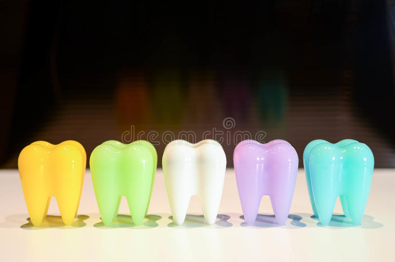 Красочные модельные зубы стоковая фотография