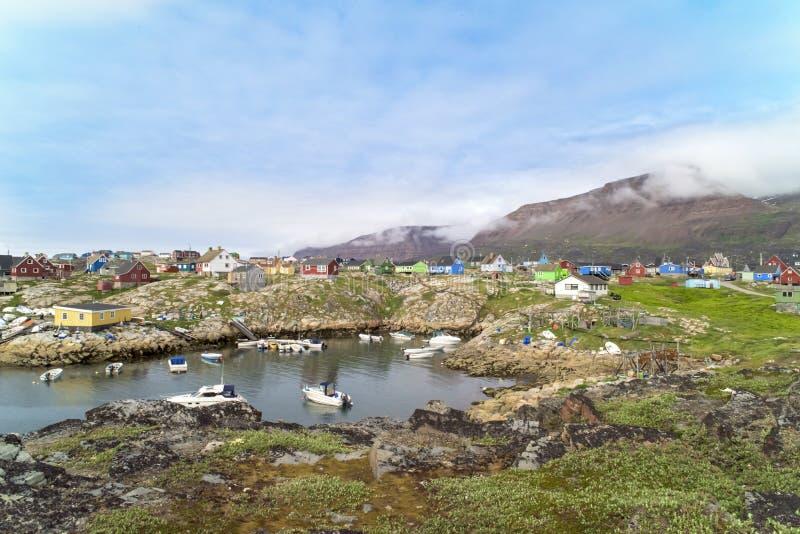 Красочные дома Qeqertarsuaq, Гренландия стоковые фотографии rf