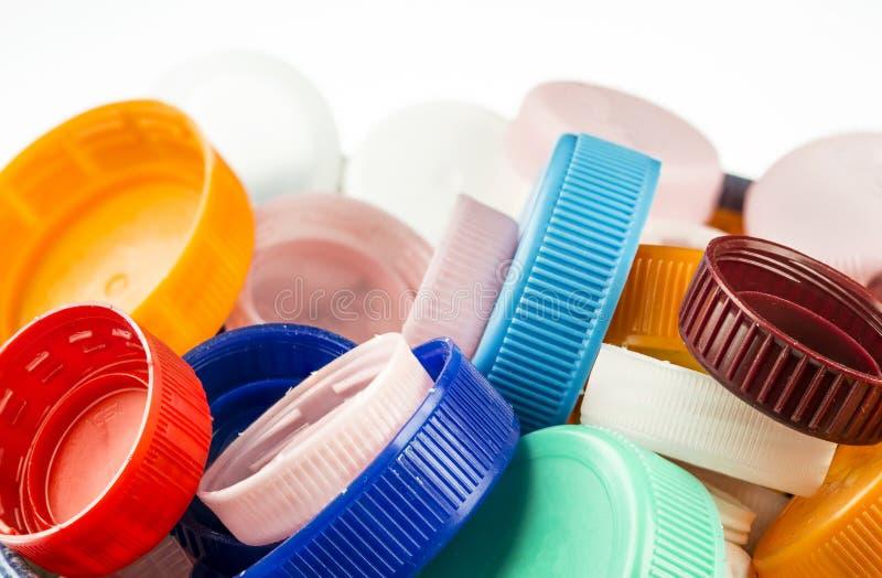 Красочные пластичные крышки готовые для рециркулировать стоковое фото