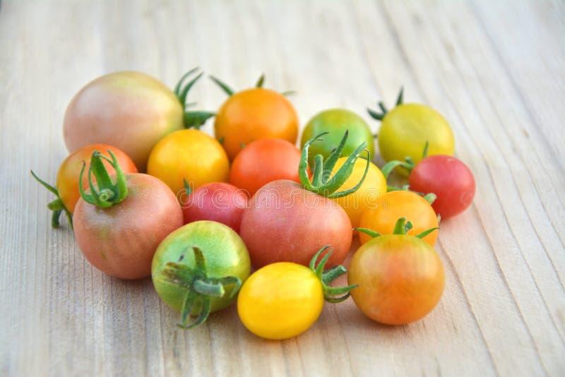 Красочные различные томаты вишни стоковая фотография rf