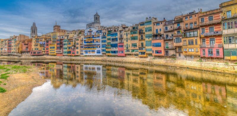 Красочные рек-передние дома всех форм и размеров, покрашенные внутри стоковое изображение