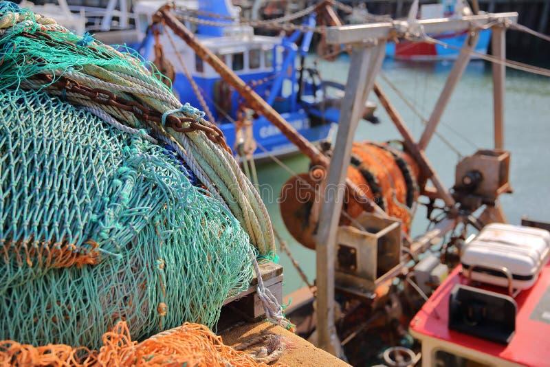Красочные рыболовные сети на удя гавани в Whitstable, Великобритании стоковое изображение