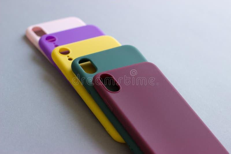 Красочные случаи силикона для вашего смартфона стоковое изображение rf