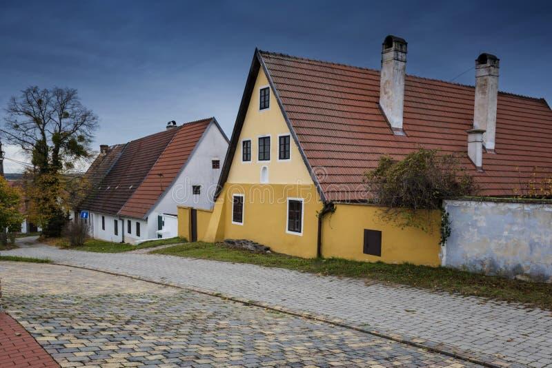 Красочные старые дома Анабаптиста в Velke Levare Словакии стоковая фотография