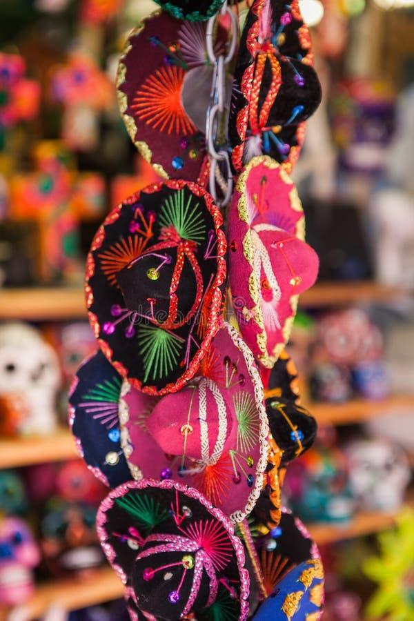 Красочные сувениры малого традиционного мексиканца стоковое изображение rf