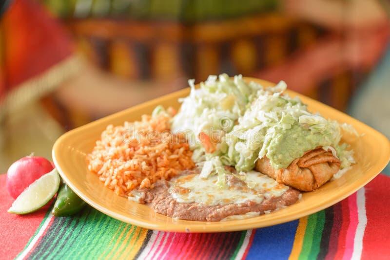 Красочные традиционные мексиканские блюда еды стоковая фотография