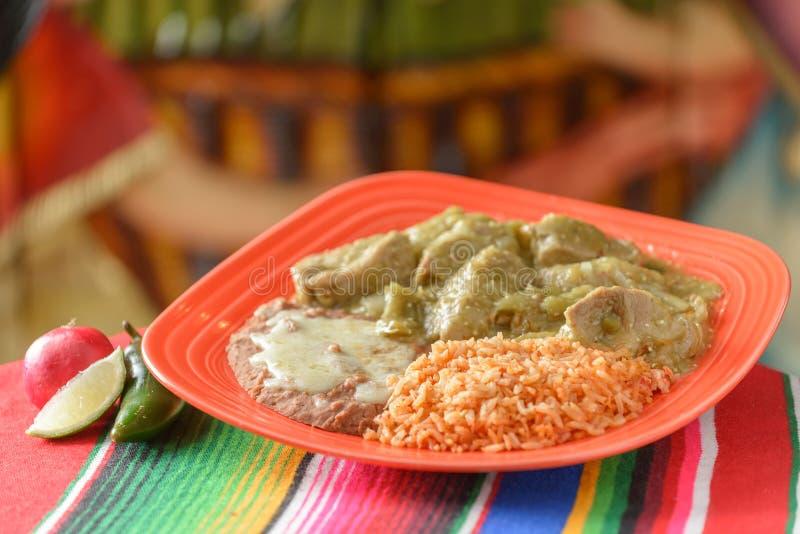 Красочные традиционные мексиканские блюда еды стоковое изображение rf
