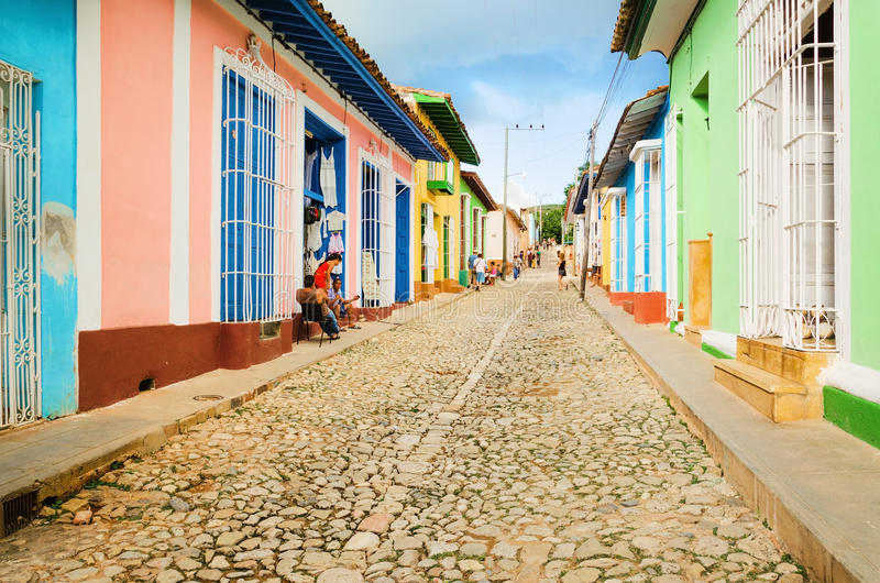 Красочные традиционные дома в колониальном городке Тринидада, Кубы стоковые фото