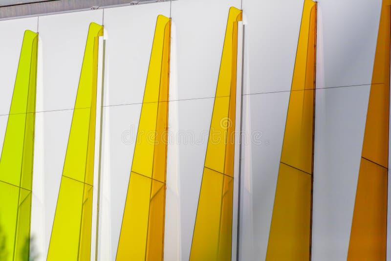 Красочные треугольники - архитектурноакустическая деталь стоковые фотографии rf