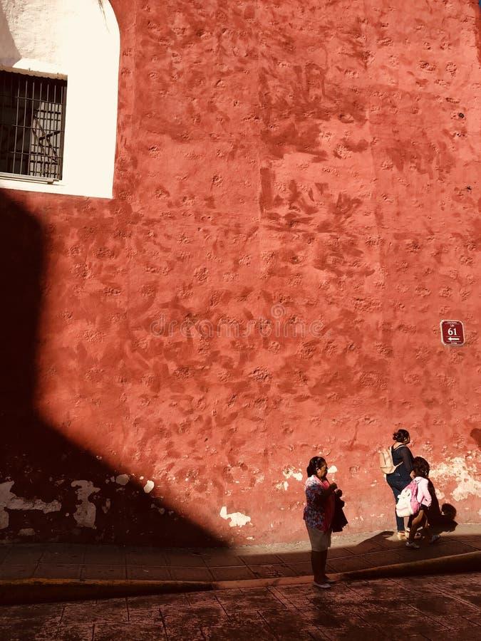 Красочные улицы Мериды, Мексики - МЕКСИКИ стоковое фото