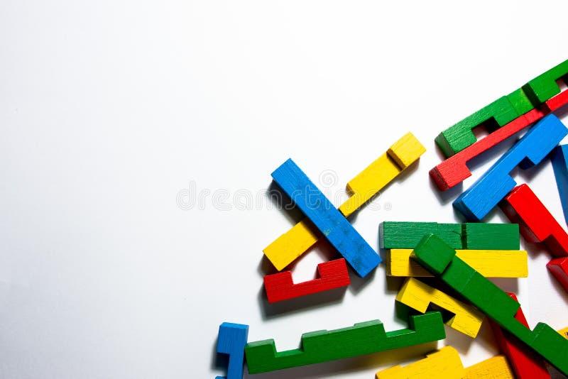 Красочные части головоломки в угле стоковое фото