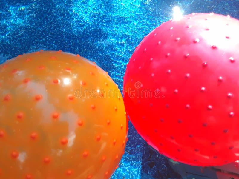 Красочные шарики бассейна стоковые изображения