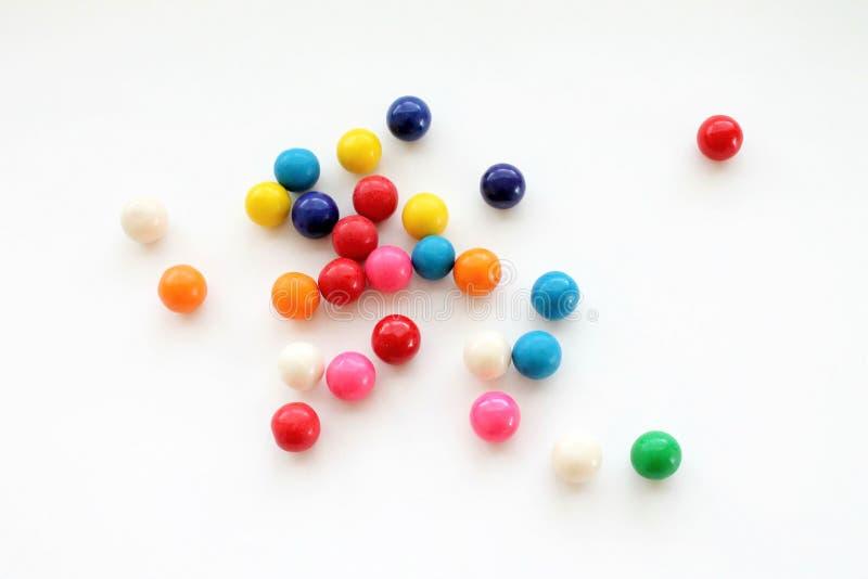 Красочные шарики камеди в изолированном опарнике стоковые фотографии rf