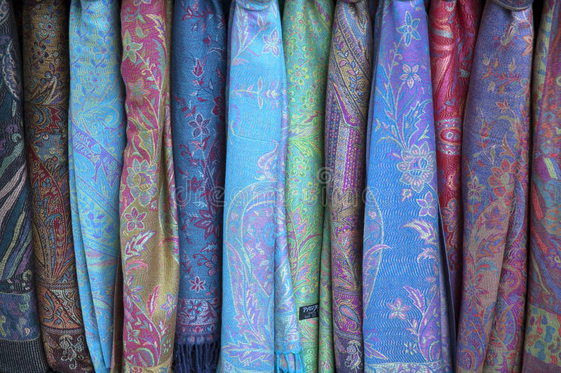 Download Красочные шарфы стоковое изображение. изображение насчитывающей вышито - 33730201