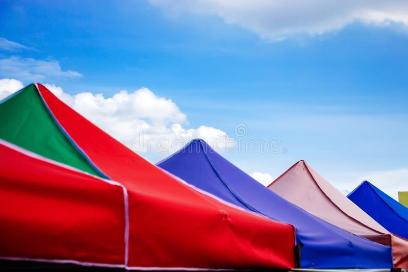 Красочные шатры в рынке стоковая фотография