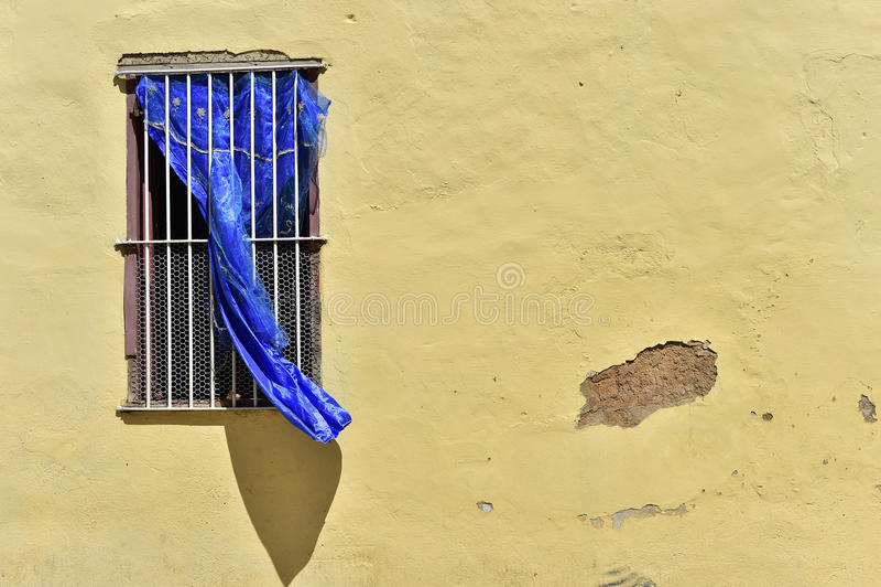 Красочные элементы традиционных домов в колониальном городке Тринидада в Кубе стоковые фотографии rf