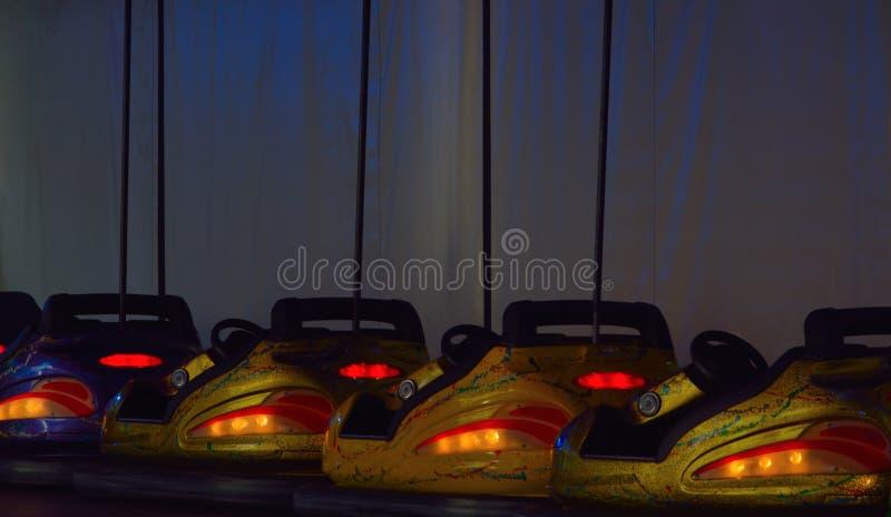 Красочные bumping автомобили на ярмарке стоковые изображения