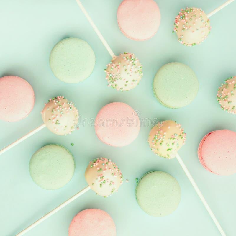 Красочные macaroons с шипучками торта стоковая фотография