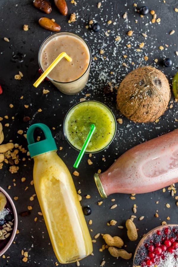 Красочные milkshakes плода Фото взгляд сверху стоковые изображения