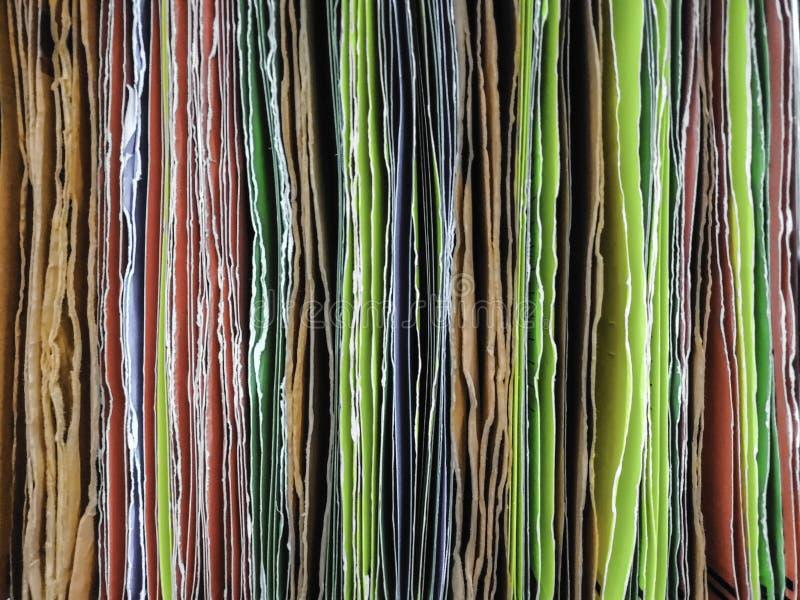 Красочный бумажного файла вися для вводить документы в офис стоковые фотографии rf
